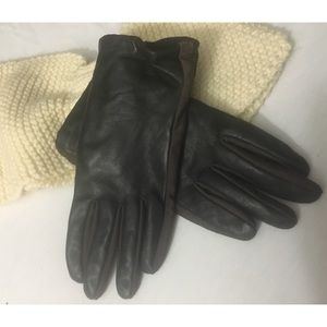Isotoner Women's Brown Leather Gloves